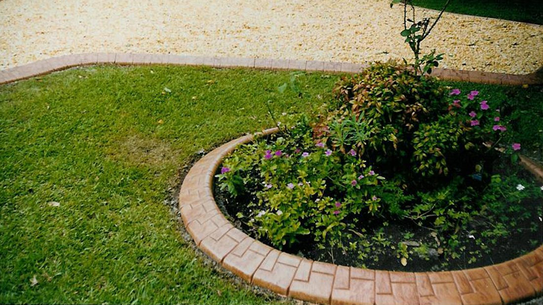 Randleiste-maehkante-Pro-Intex-Gartengestaltung-Farben-2